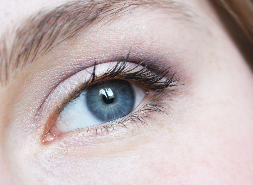 Thenotice Violet And Neutral Eye Makeup Thenotice
