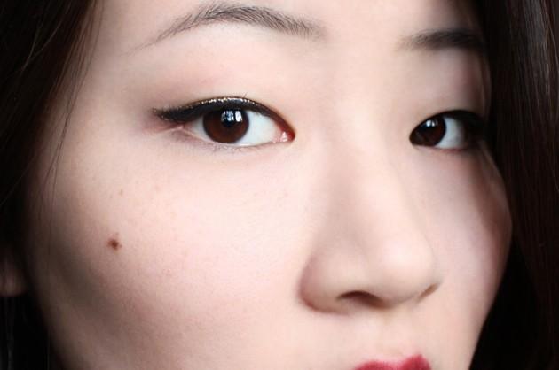 Gold glitter + black eyeliner (s)