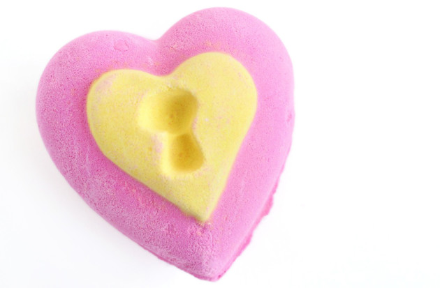 LUSH Love Locket Bath Bomb review