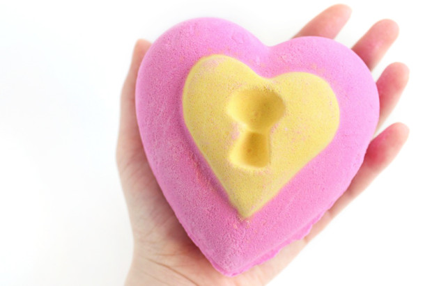 LUSH bath bomb review - love locket