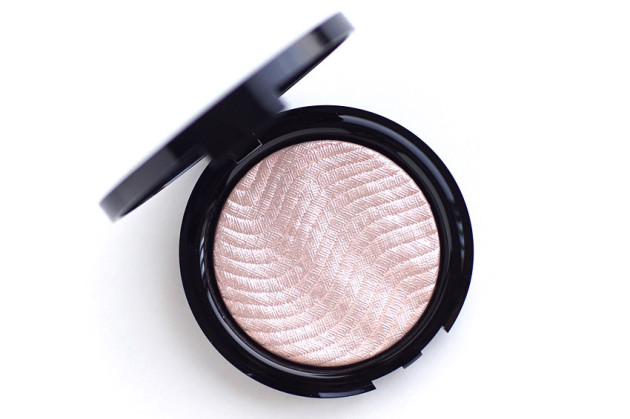 make-up-for-ever-pro-light-fusion-01-golden-pink-review-swatches-photos