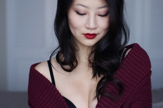 red-lips-clarins-nude-quad-holiday-makeup-look