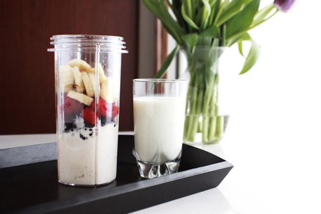 Banana berry milkshake recipe